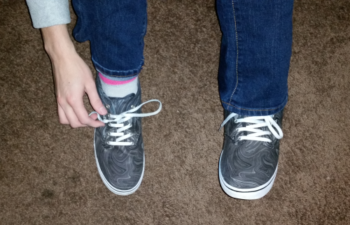 Cool Method for Tying a Shoe with One Hand